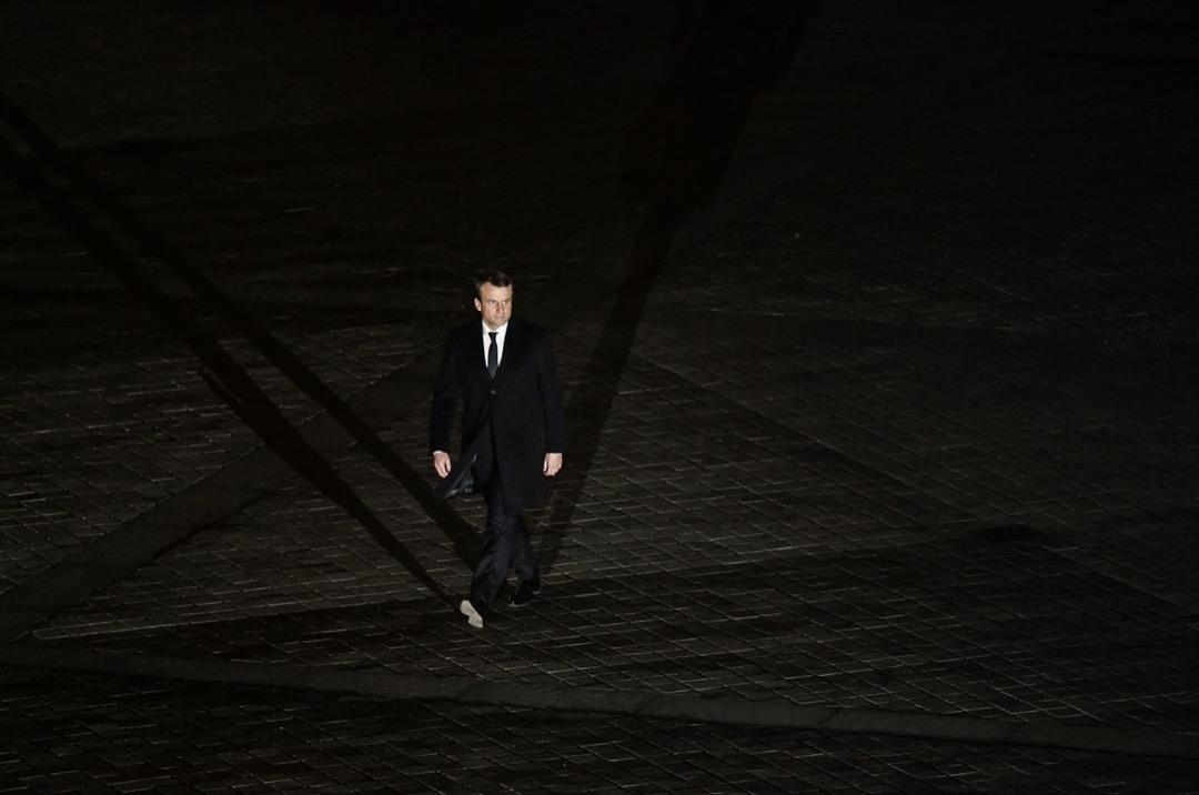 2017年5月7日夜晚,盧浮宮廣場奏響「歐盟盟歌」貝多芬的《歡樂頌》,馬克龍在音樂與歡呼聲中走上講台發表勝選演講,預示着歐洲一體化的重新啟程。