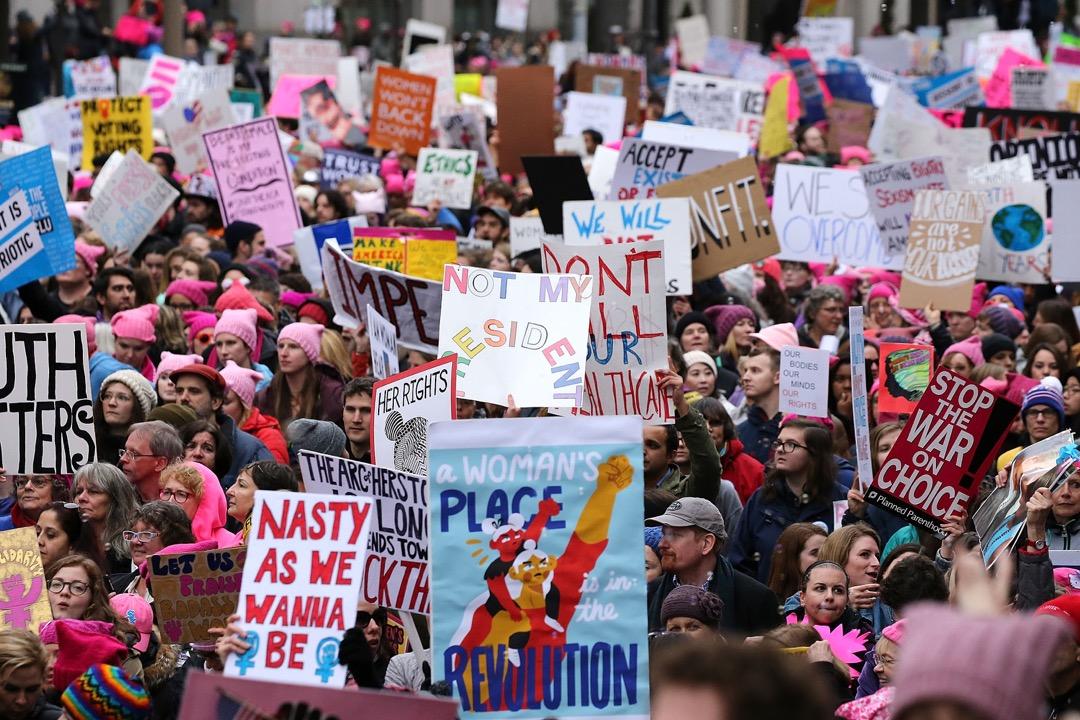 在女性主義者內部,也存在復雜的代際差異以及不同學派之間的分歧,體現為對女性主義實踐的不同戰略構想。但無論如何,2017年的反性侵運動重新定義了社會對待女性的標準。