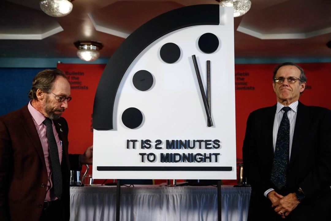 2018年1月25日,芝加哥《原子科學家公報》委員會將「末日鐘」調快30秒,令指針距離象徵「世界末日」的子夜僅剩2分鐘。