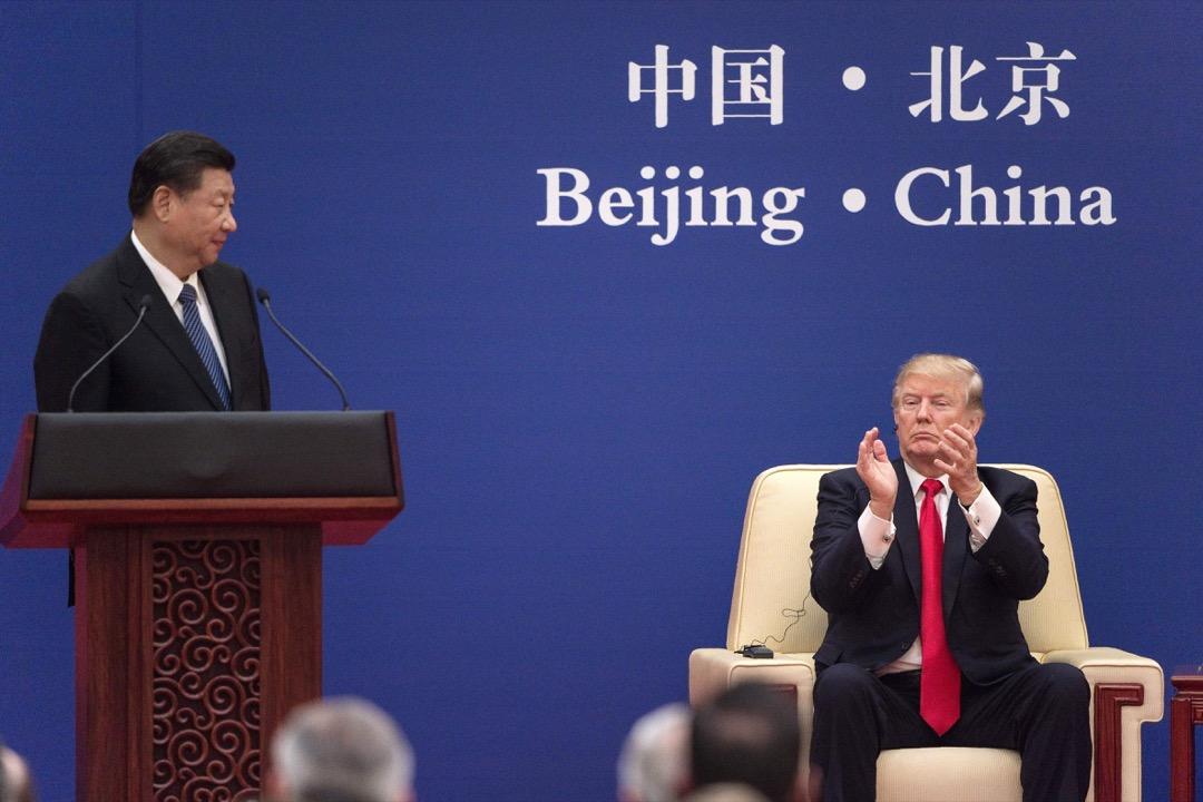 11月特朗普訪中,中國準備了號稱2500億美元的合作計劃。這是為滿足特朗普好大喜功而拼湊出的產物:很多條款不是以前合約的繼續,就是沒有綁定落實的備忘錄,不少還是「遠水不能救近火」的長期投資計劃,水分相當驚人。