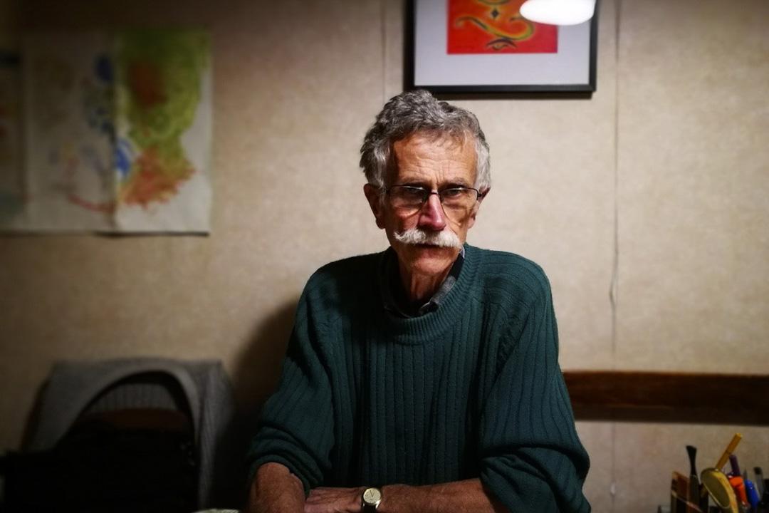 盧普七十多歲了,清瘦、打扮樸素,退休之前,他當過工人、工會代表和數學老師,如今則是「保衞戈內斯三角地」協會會長。