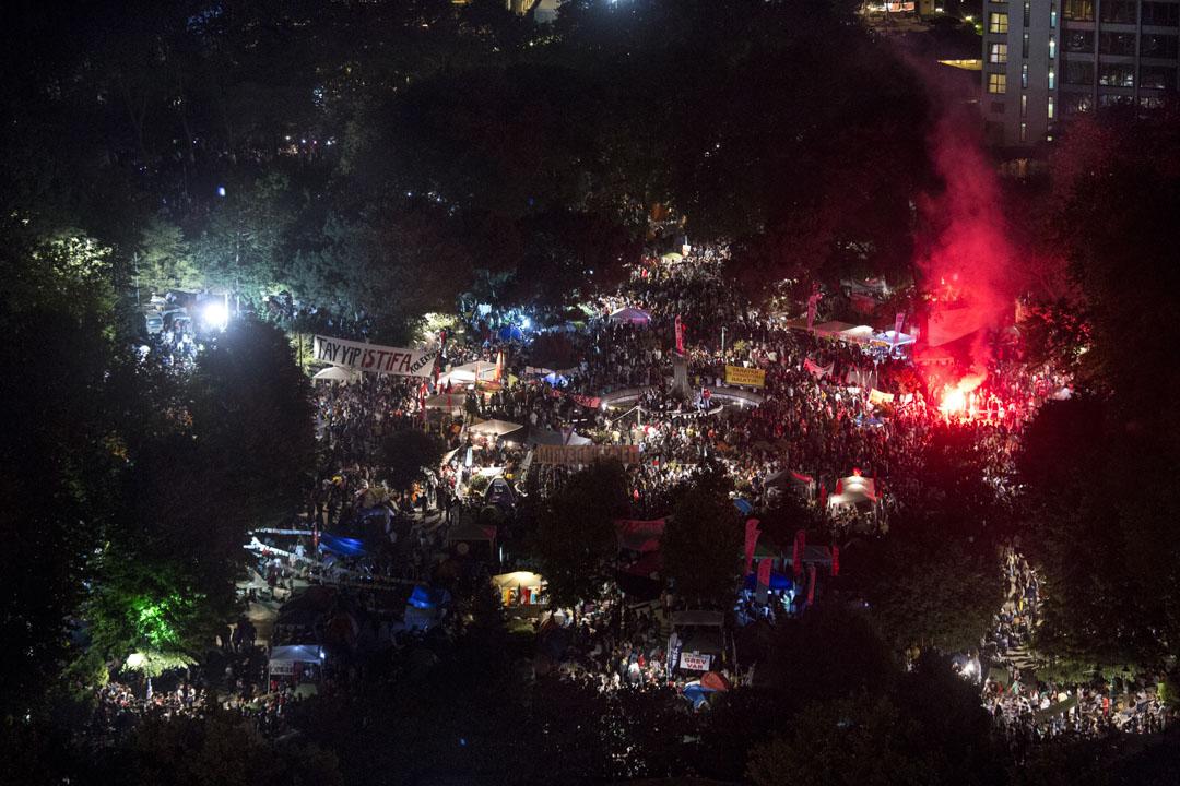 2013年土耳其抗議運動,被抗議者稱為「占領蓋齊運動」,抗議最初是環保人士在土耳其最大城市伊斯坦堡搭建帳篷營地,抗議政府將塔克西姆蓋齊公園徵收改造成購物中心。土耳其警察逮捕抗議者,引發了更大規模的抗議運動。隨後更蔓延到土耳其上百個城市,數百萬民眾遊行抗議。