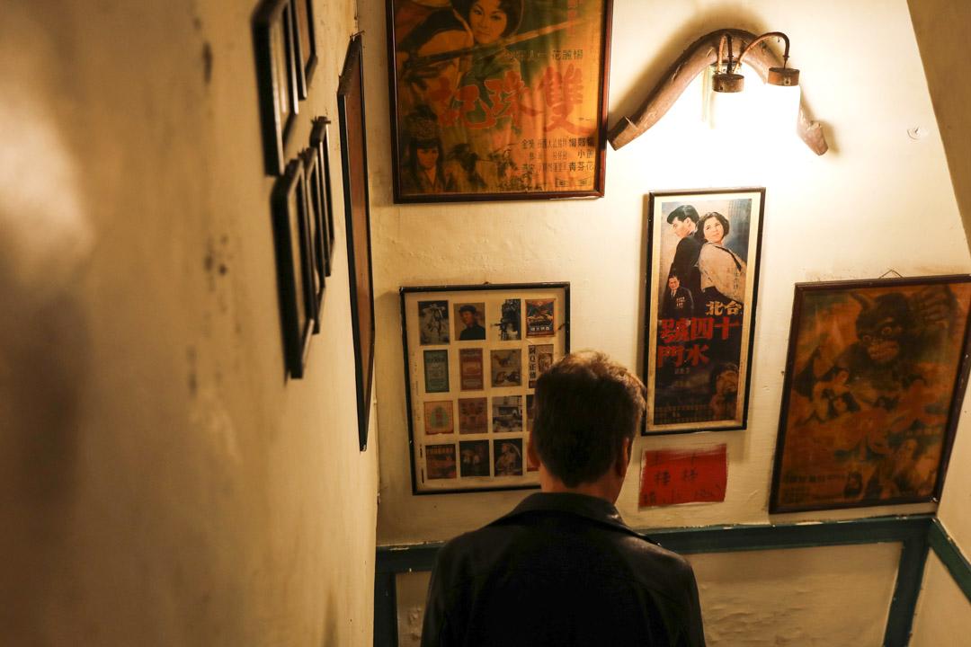 阿才的店兩代老闆都是對台灣本土非常認同非常有感情的人,牆壁上張貼的都是台灣五六十年代的宣傳畫。