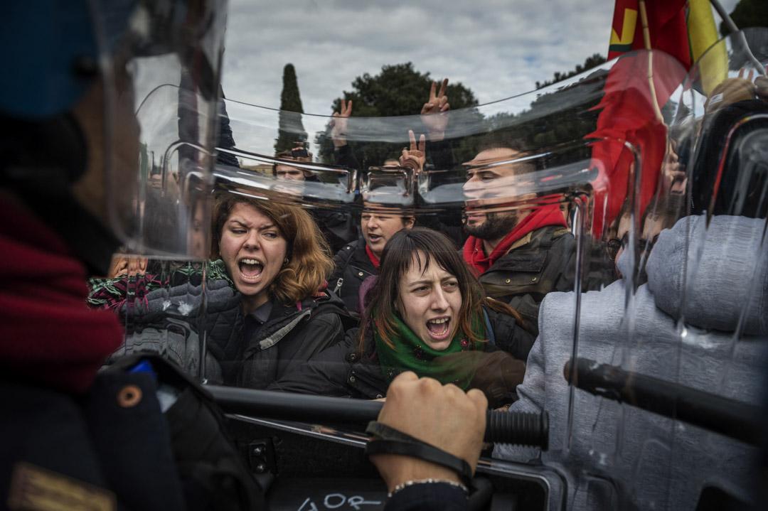 2018年2月5日,庫爾德人集會抗議土耳其總統埃爾多安(Recep Erdogan) ,在意大利羅馬梵蒂岡附近與意大利警察衝突。