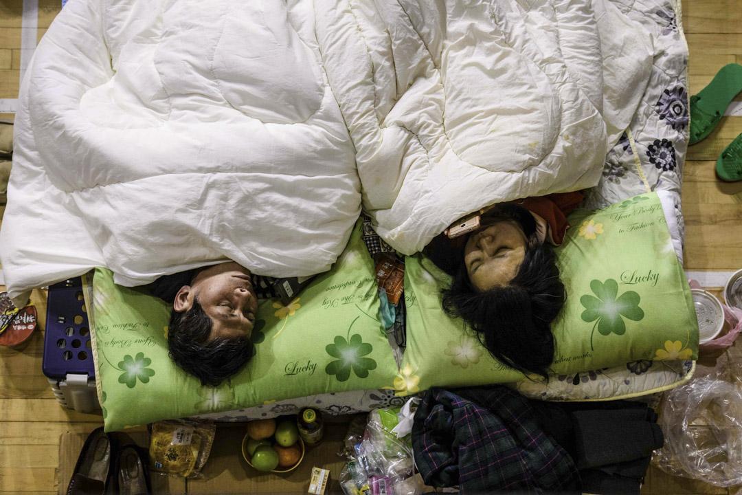 2018年2月7日,花蓮地震發生後,當地的體育館成為臨時避難所。 攝:Anthony Wallace/AFP/Getty Images