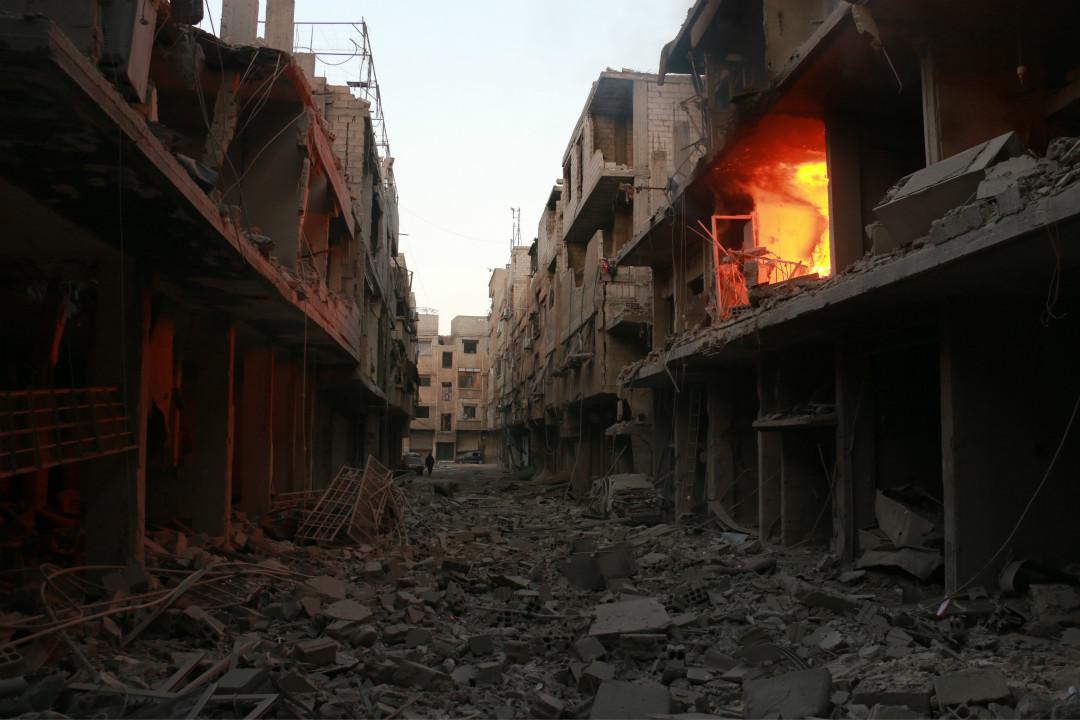 2月23日,敘利亞政府軍在東古塔(East Ghouta)進行空襲,多棟大樓被炸毀。 攝:Qusay Noor/Imagine China