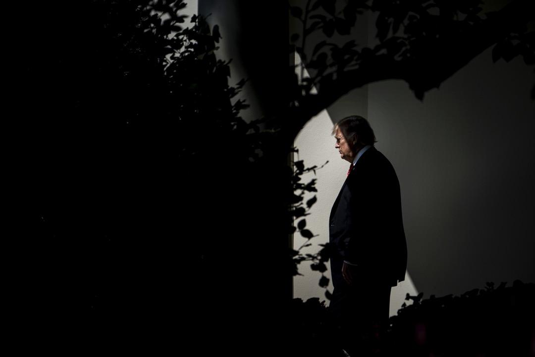 在國際事務中,特朗普已經被大部分盟國視為「信譽最低、危險最大」的美國總統。在國內,「通俄門」的調查仍然在進展,彈劾動議時隱時現。