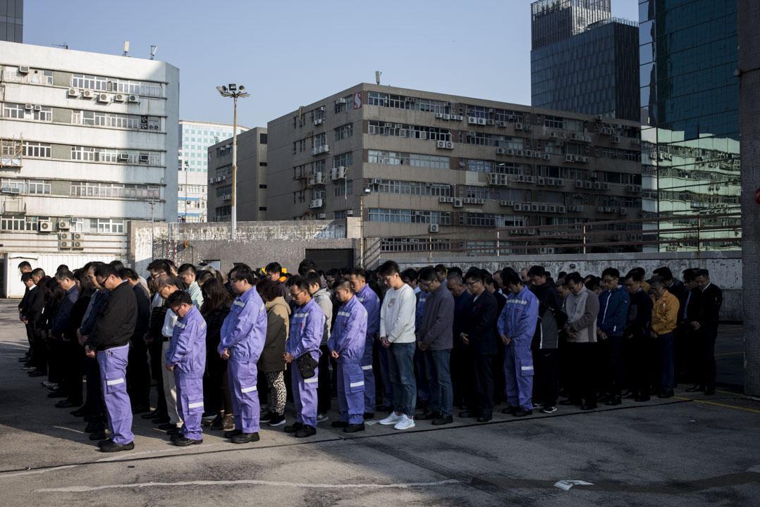 2018年2月12日,逾百名九巴員工在九巴的九龍灣車廠內,為大埔公路巴士車禍的遇難者默哀1分鐘。
