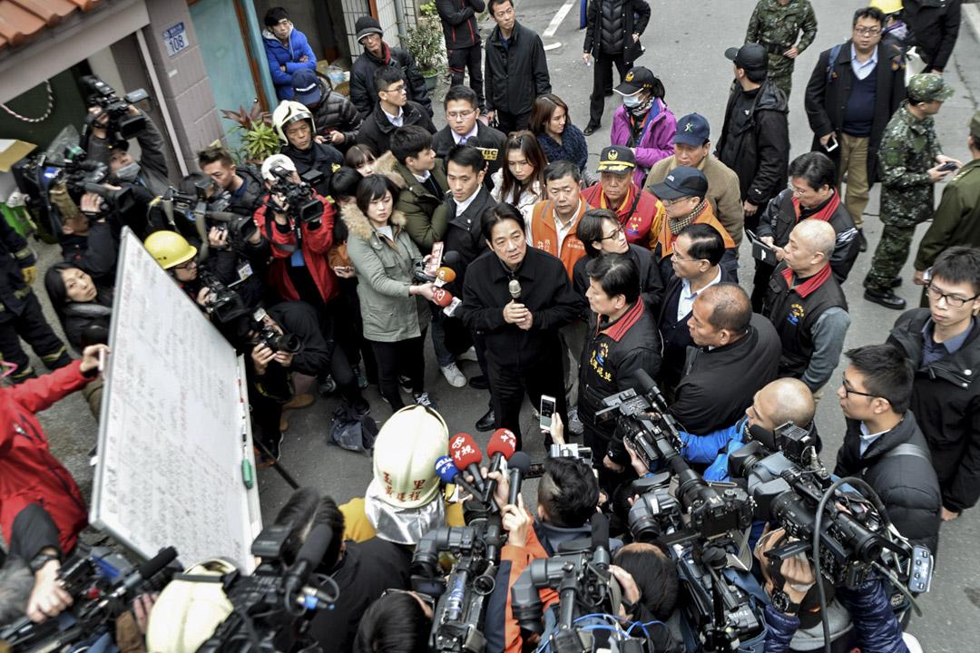 下午二時,行政院長賴清德到花蓮地震現場勘災。