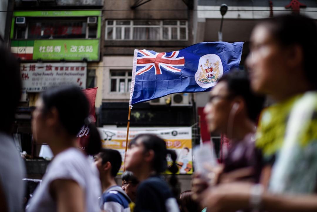隨著以彭定康為代表的熟悉香港問題的政客和職業官員的逐漸老去,新生代英國政客對於香港問題普遍缺乏基本認識和關注度,當香港民主派人士遭受打壓,言論自由空間被不斷收緊之時,他們很容易就遺忘掉香港「兩制」的特殊地位是靠倫敦和北京簽署的條約來保障的。