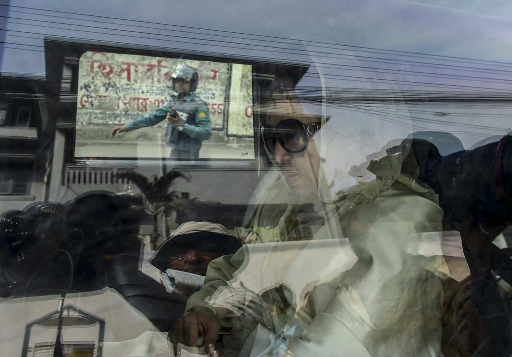 2018年2月8日,孟加拉前總理齊亞夫人(Khaleda Zia)到庭應訊,期後被法院判決貪污罪成,判監5年,令現為反對派領袖的她或失參加12月大選的資格。她的支持者在全國多地跟警方爆發衝突。