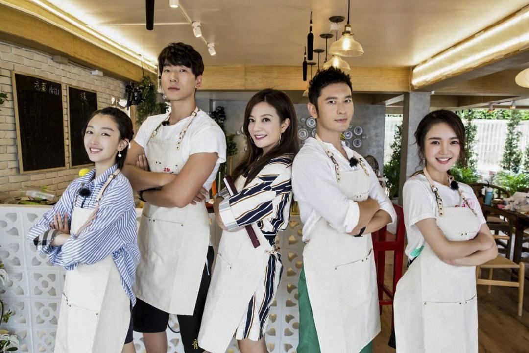 湖南衛視的《中餐廳》被質疑「山寨」南韓人氣綜藝節目《尹食堂》。圖為《中餐廳》劇照。 網上圖片