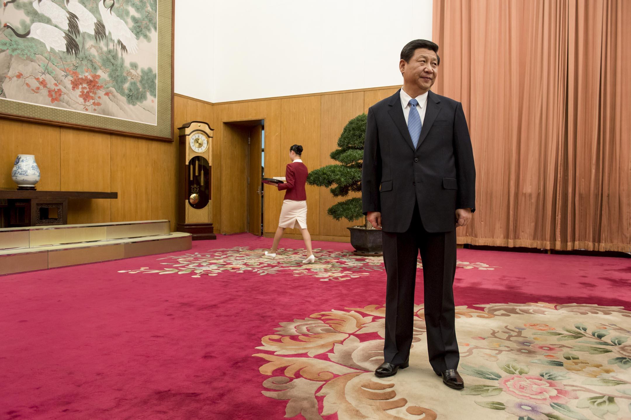 中共中央委員會提議,刪除憲法第七十九條第三款中對國家主席、副主席「連續任職不得超過兩屆」的規定,外間普遍反應是修憲為中國最高領導人習近平繼續執掌黨、政、軍大權鋪路。
