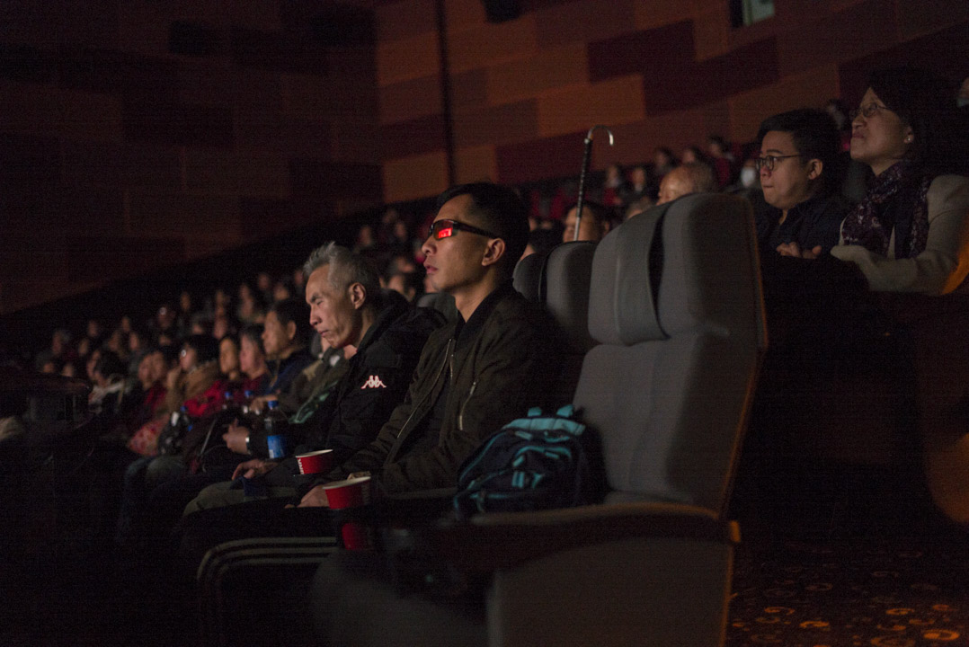 雖然香港的口述影像目前正在逐步穩定發展,但Emily仍然擁有更宏大的願景。長期來講,希望香港電影公司和戲院可以同步上映口述影像版本,入場時給予視障人士一副耳機就可以讓他們享受電影的同時也不會打擾到其他觀眾了。短期夢想就是說服香港電影公司能夠有零的突破,在後期添加digital cinema package工作,令電影上映時在戲院中有口述影像版本。