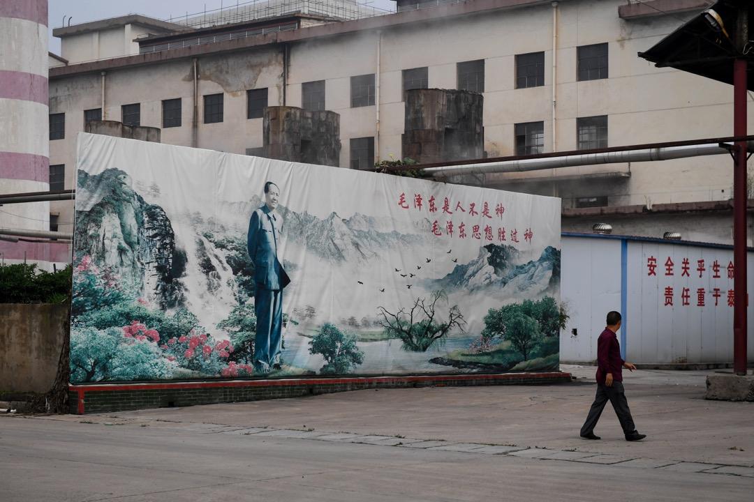 費正清《美國與中國》一書的第四版中,對毛澤東的評價:「一個28歲的人和其他十幾個人成立了一個政黨並在其後50年取得了政權,組織和改造了人民,改變了山河——歷史上沒有見過比這更偉大的成就。」
