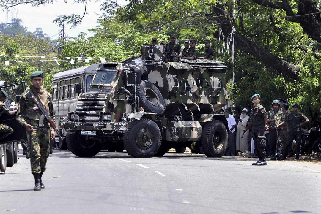 2018年3月6日,斯里蘭卡實施為期十日緊急狀態令後,當地局勢未有緩和迹象,該國警方宣布康提地區將持續實行宵禁,軍隊在康提郊區Pallekele的街道上巡邏。