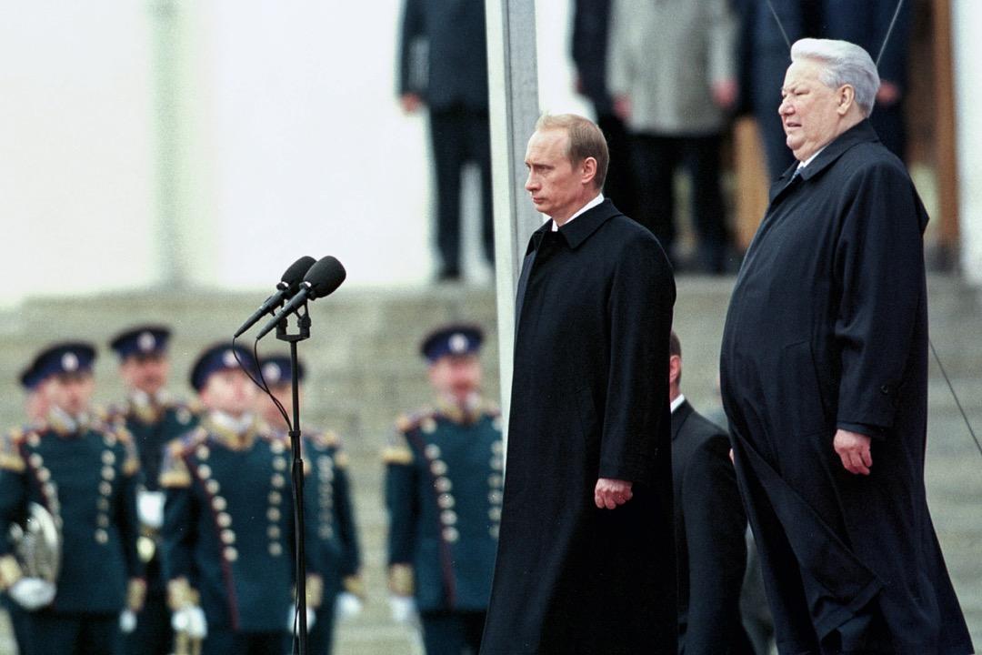 對於普京政權而言,葉利欽時代是一道難題。一方面,是葉利欽於1999年把權力交給在當時默默無聞的普京,成為他能夠上台的合法性來源。但是,九十年代在普京口中幾乎總是一片黑暗,以反襯他任期內的穩定。在這個意義上,普京持續統治的合法性,又是基於葉利欽時代的「失敗」。