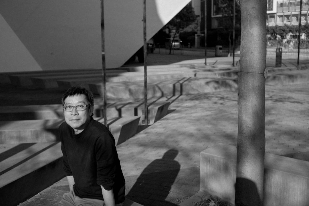 《中英街一號》全片拍成黑白,趙崇基解釋︰「我覺得現在香港一方面是非黑即白般分化,另一方面就是社會黑白不分。」