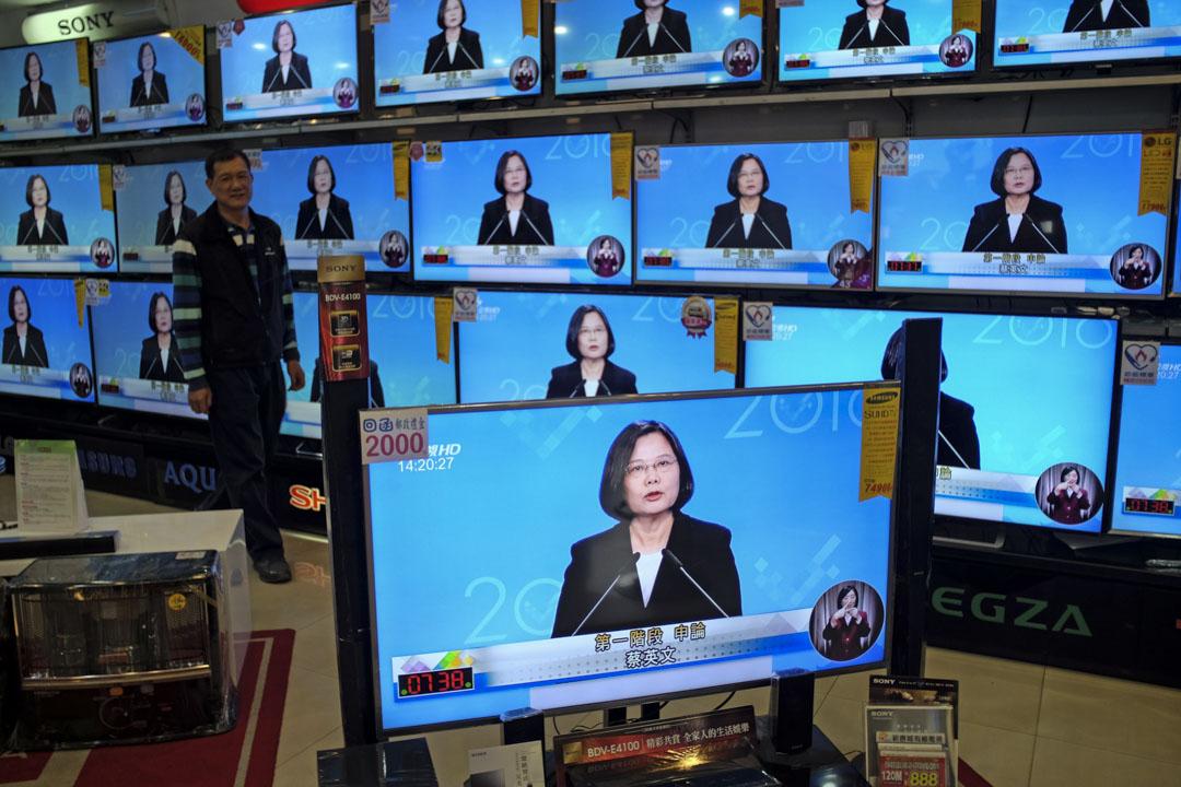 市場失靈最好的例子是台灣的有線電視,台灣的有線電視看來競爭很激烈,但大家播的東西非常相似,那是假的競爭、市場失靈,政府應該介入而沒介入。