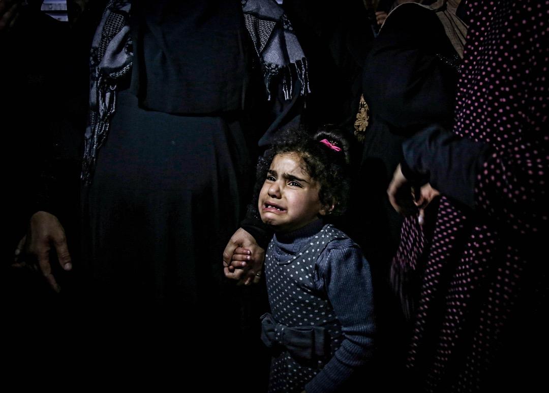 2018年3月22日,一名哈馬斯武裝組織成員於加沙地區的一個難民營出殯,女兒在旁嚎哭。3月13日,哈馬斯武裝組織發動刺殺巴勒斯坦首相哈姆達拉 (Rami Hamdallah) 行動,唯行動失敗,事後兩名哈馬斯成員被巴方擊斃。
