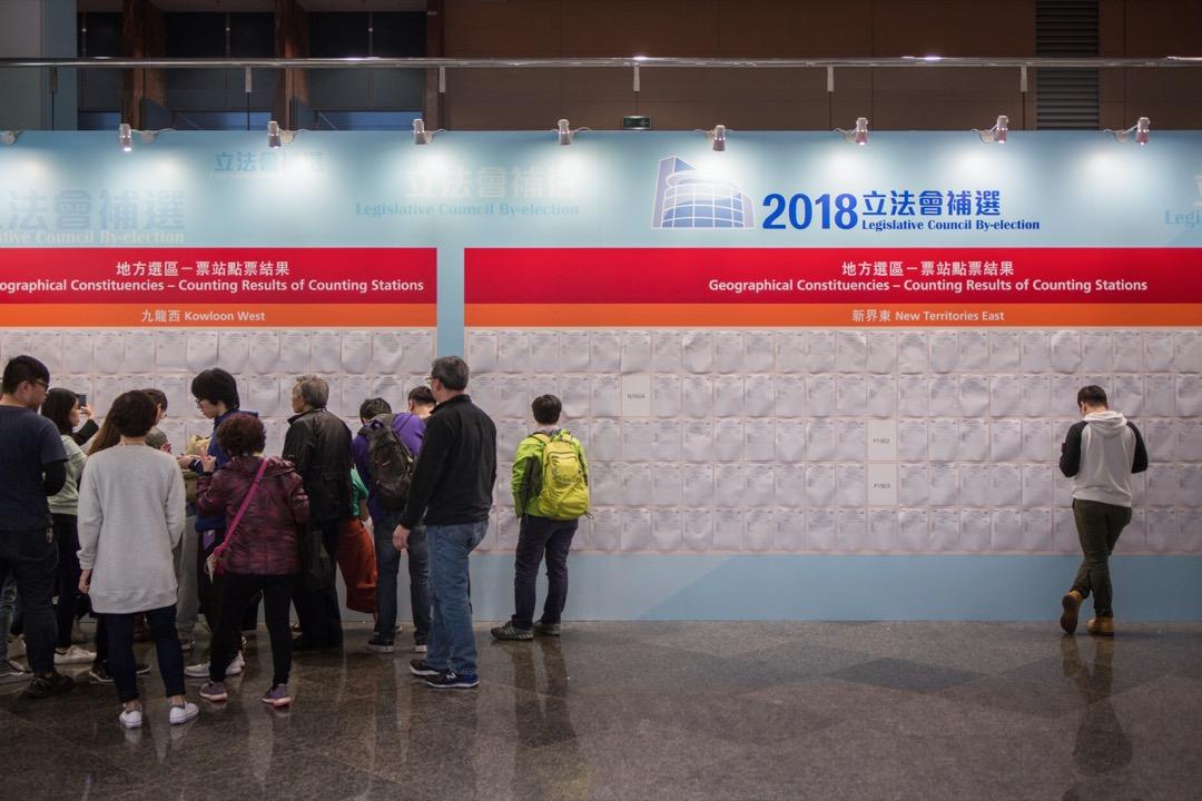 反對陣營的原有支持者大幅缺席,只是說明在香港大步進入威權主義新常態的變動下,有相當的一部分人回復香港人一貫的犬儒冷漠,在身不由己、無力感主導一切的情況下,冷眼對待困局,嘲弄熱衷政治的年輕人。