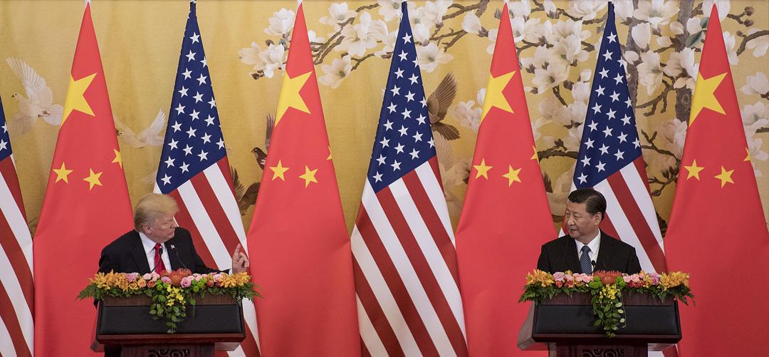 2018年3月22日,美國總統特朗普簽署備忘錄,計劃根據「301調查」對從中國進口的價值高達600億美元的商品徵收關稅,同時限制中國企業對美投資併購。圖為2017年11月,特朗普訪問中國。 攝:Jim Watson/AFP/Getty Images