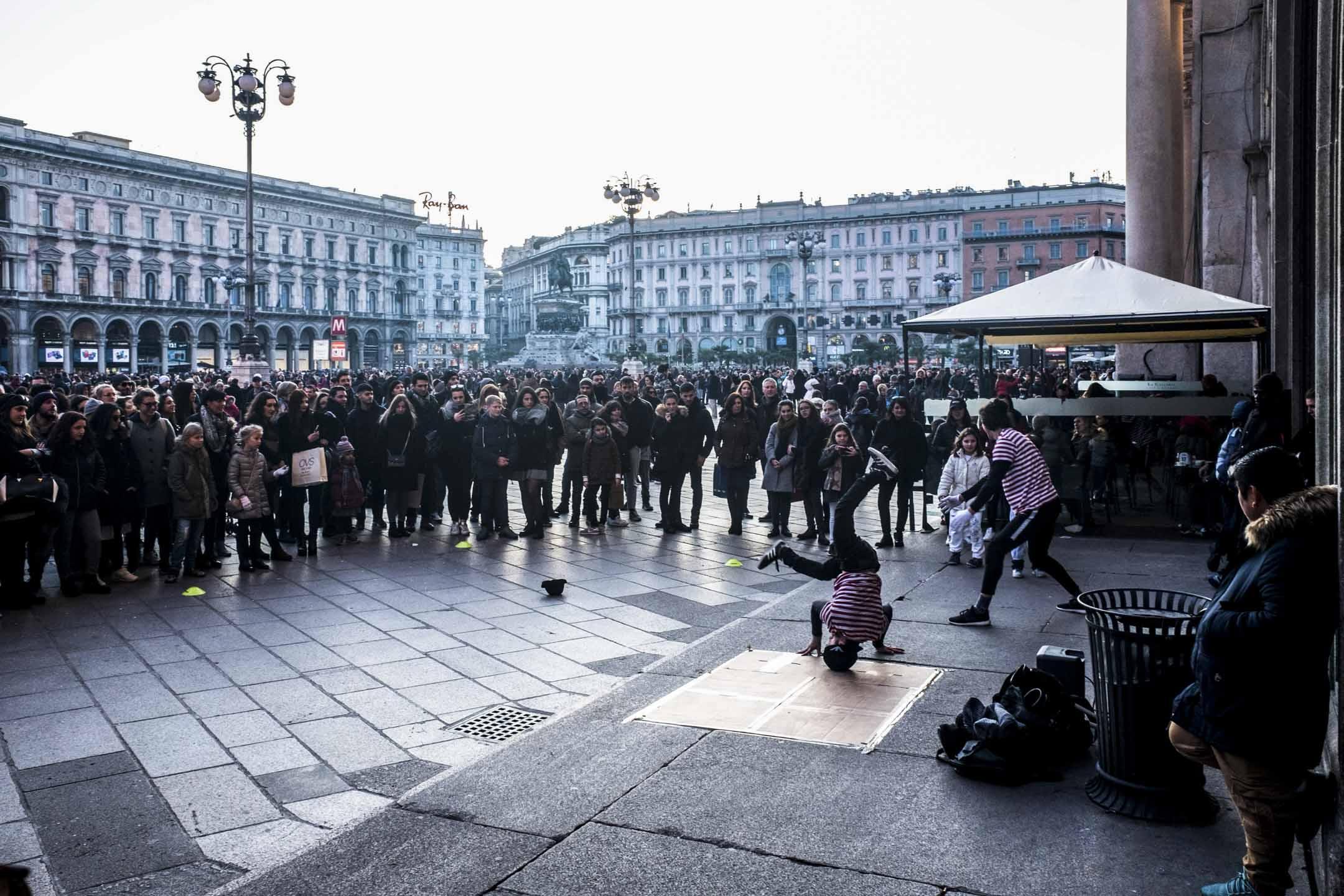 居高不下的年輕人失業率和人才流失是意大利無法避開的公共議題。2014年,意大利年輕人的失業率達到43.6%之高。儘管隨後幾年,就業情況有所提升,但到2017年底失業率也僅跌至32.7%,是歐洲情況最壞的國家之一。 攝:Mairo Cinquetti/NurPhoto via Getty Images