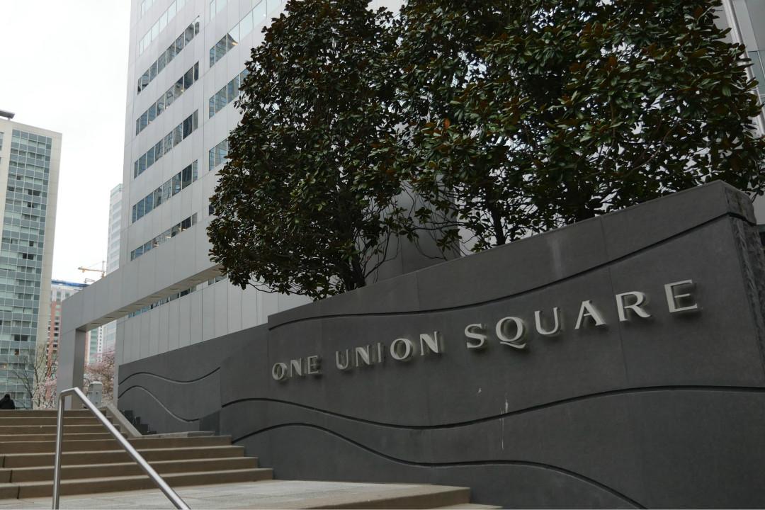 2018年3月26日,美國政府宣布驅逐60名俄羅斯外交人員,並要求俄方在4月2日前關閉其駐西雅圖的總領事館。 攝:Mark Goodnow/Getty Images