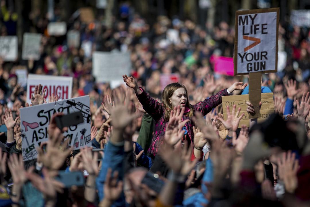 美國華盛頓州城市西雅圖,數以百計示威者響應號召,到西雅圖中心參與「March for Our Lives」全國性槍械管制遊行活動。