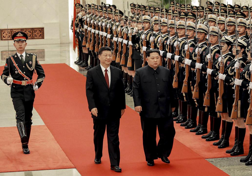 國家主席習近平在北京人民大會堂歡迎北韓領導人金正恩到訪。  攝:AFP/Getty Images