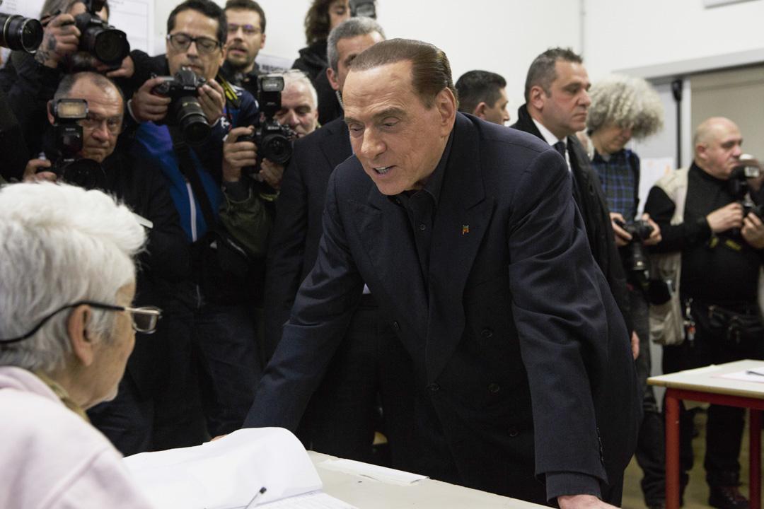 貝盧斯科尼81歲高齡,三度出任意大利總理,同時還是一位超級富翁和傳媒大亨,叱詫政壇近二十載,在2013年因税務詐騙被定罪,不能在2019年前擔任任何公職,但這並不妨礙他與右翼政黨結成聯盟,再次加入競選大局。