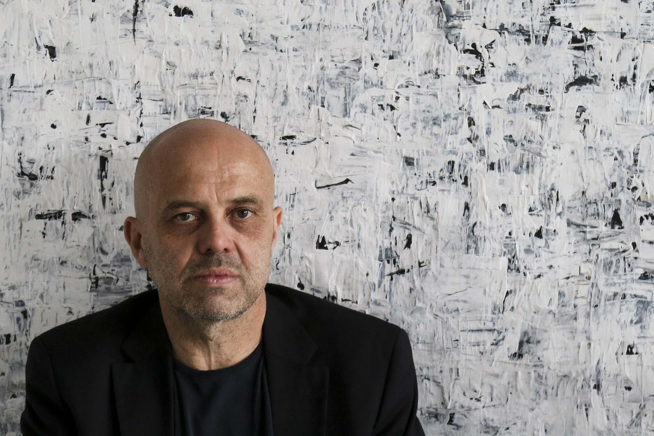 五十八歲的德國藝術家Gerd Leins一直在藝術中探索生死命題,作品獨樹一幟。 攝影:Natalie Chen