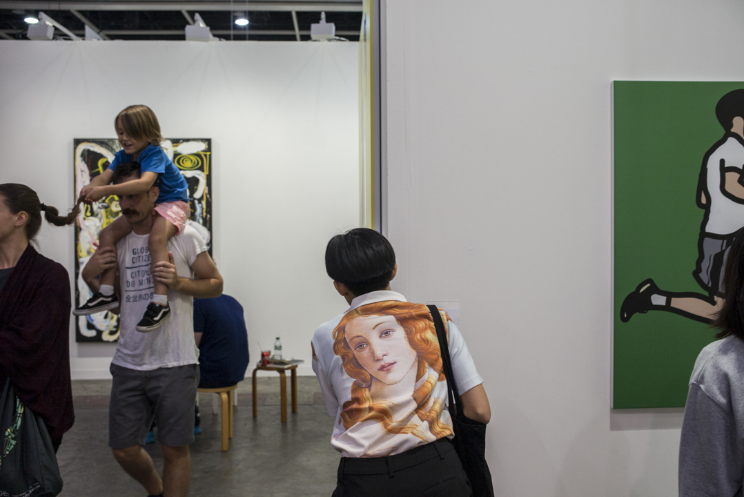 香港之所以能夠成為藝術市場熱點之一,除了仰賴著自由港和發達的金融體系外,再加上過去作為拍賣市場打下的基礎,讓許多城市似乎看見「國際藝術博覽會」帶來的美好效應。 攝:林振東/端傳媒