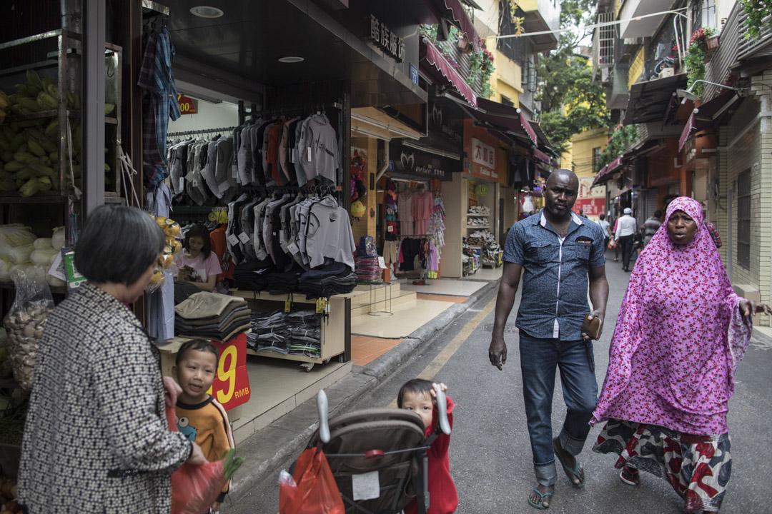 寶漢街除了可以買到日常用品,也有賣電子用品、衣服、家具等的店舖做批發。