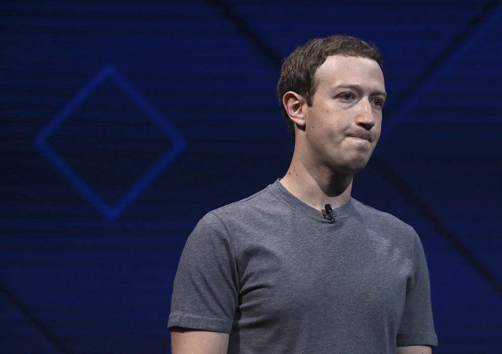 2018年3月21日,朱克伯格(Mark Zuckerberg)在其 Facebook 主頁上發表聲明,就劍橋分析(Cambridge Analytica)盜用數據醜聞,承認「犯錯」,破壞了 Facebook 與用戶之間的信任。