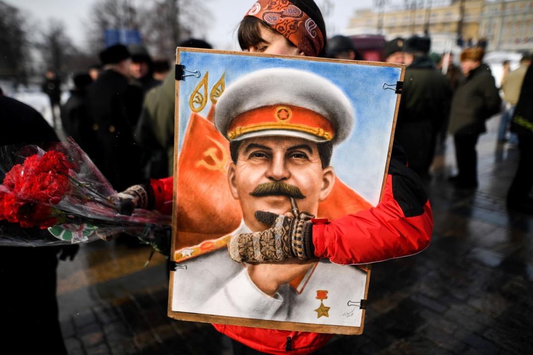 贏得二戰的斯大林則更像一個沙皇般的統治者,而普京更像是斯大林的接班人。