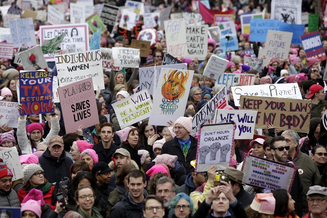 特朗普時代女權議題的成功,離不開多元交互性(Intersectionality)在進步社運中的實踐。圖為2017年1月的女性大遊行。
