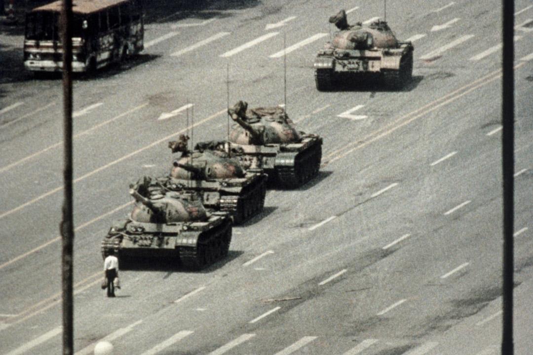 自從六四天安門事件之後,中國已經沒有廣為傳頌的英雄了,最後一個中國英雄,是那個擋著坦克車前進的背影。 攝:Bettmann / Contributor / Getty Images