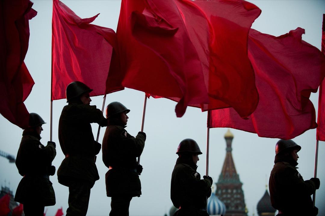 俄羅斯科學院歷史研究所高級研究員索洛維約夫:今天的政治活動家們都在試圖「表演」1917政治光譜中的角色,但他們早已偏離了那個光譜。 攝:Natalia Kolesnikova/AFP/Getty Images