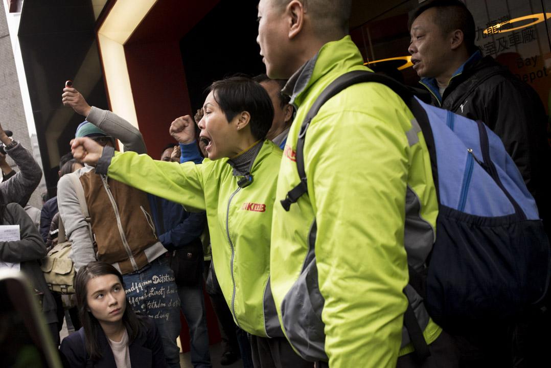 2018年2月26日下午4時,葉蔚琳與約20名車長到九巴九龍灣車廠外,要求資方與大聯盟會面。