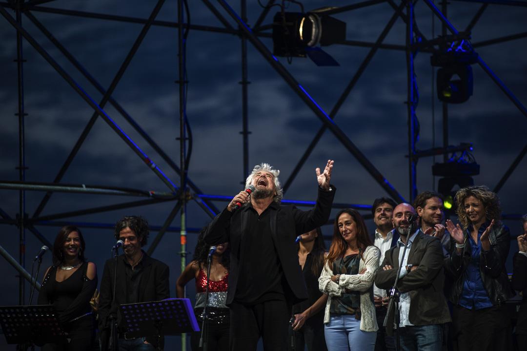 自2009年五星運動創立,創始人格里洛(Beppe Grillo)就堅持着透明、公開、扁平的直接民主路線,並堅守五星運動的反建制定位,靠着自己極富激情的演說征服了大批選民。