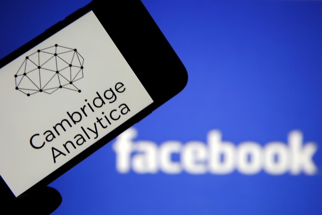 英國數據公司「劍橋分析」(Cambridge Analytica)被指曾盜用5000萬名美國 Facebook 用戶個人信息以幫助特朗普贏得總統大選。 攝: Chesnot/Getty Images