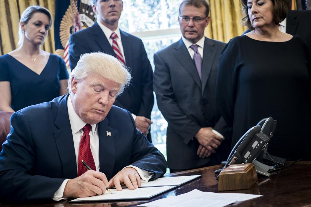 據美國白宮公布,總統特朗普將於當地週四中午(22日)簽署備忘錄,向中國大陸商品徵收新的關稅,以回應中方由國家主導的盜取知識產權行為。 攝:Pete Marovich / Getty Images