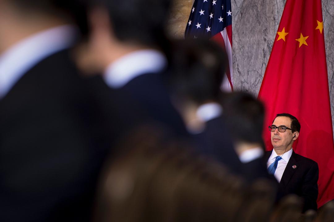 據《華爾街日報》報導,中美已就貿易爭端啟動高層談判,美方代表則包括財政部長姆努欽(Steven Mnuchin)及美國貿易代表萊特希澤(Robert Lighthizer),中方則由掌舵經濟的中國國務院副總理劉鶴主導。 攝:Brendan Smialowski / Getty Images