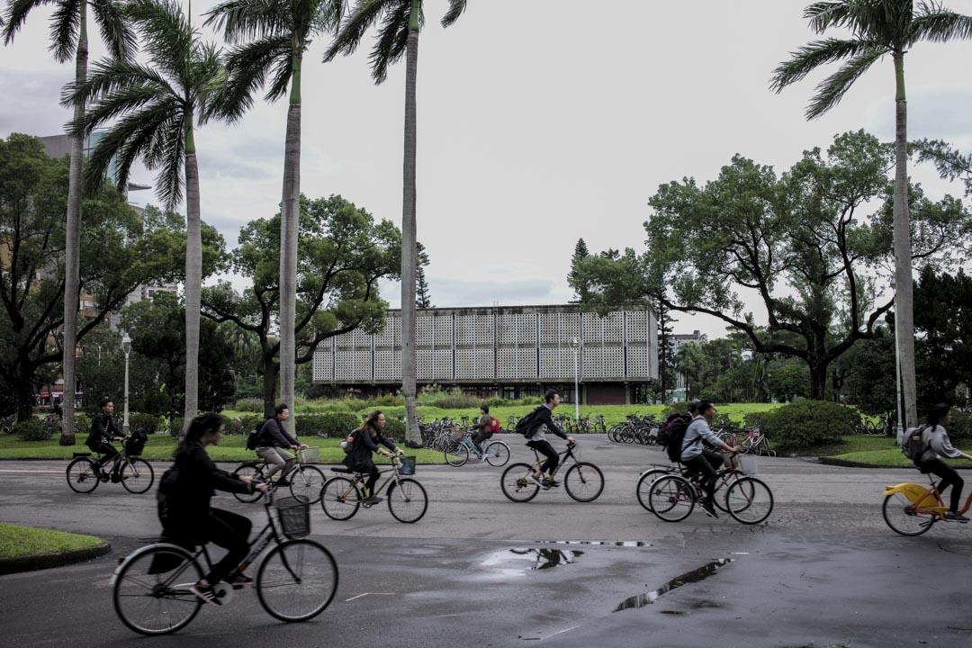顏擇雅:認為針對未來十年需要關鍵人才,政府要設定每所學校要達到「訓練出多少人才」的目標,而不是完全用自由市場的邏輯,要拉近學用差距,最好的方式還是用政府的力量。圖為國立台灣大學。