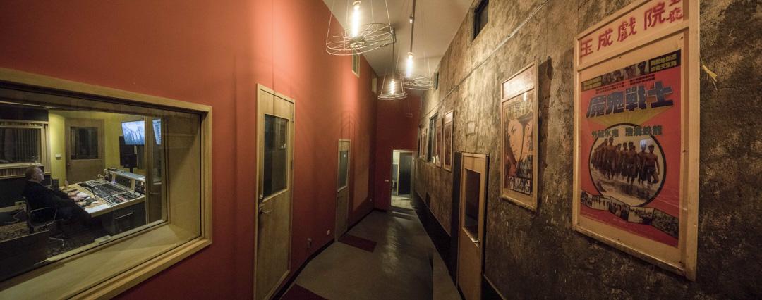 由荒棄的玉成戲院所翻修的錄音室,如今已經成為台北最具代表性的錄音場所之一。各個不同空間,格局或大或小,選擇性與可能性相當可觀。董事長樂團的新專輯,也在玉成戲院錄音室完成。