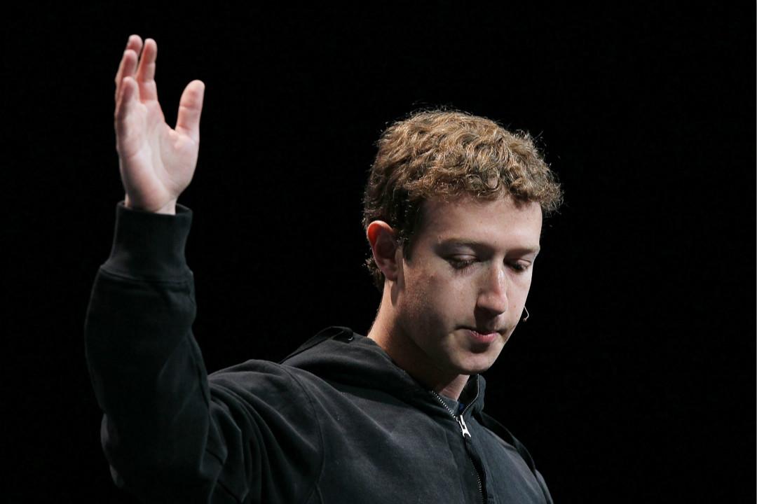 2010年4月21日,Facebook 創始人兼 CEO 朱克伯格(Mark Zuckerberg)在加州 F8 開發者大會發表演講。 攝:Justin Sullivan/Getty Images