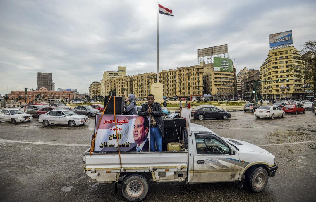 埃及社會的穩定很可能只是假象,埃及人短暫接受塞西的鐵腕統治,只是受不了社會動盪帶來的經濟衝擊,並且在軍隊與情報部門的嚴密掌控下看不到其他可行的方案。 攝:Mohamed El-Shahed/AFP/Getty Images