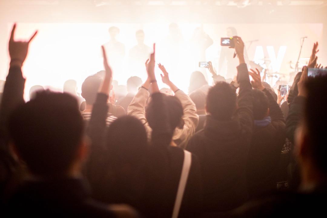 也許這些小型音樂表演場地,就像每隔幾年便要洗一次牌;有些地方完結了,但也有新場地出現,從而才得以生生不息地在這塊彈丸之地運行下去。 攝:Stanley Leung/端傳媒