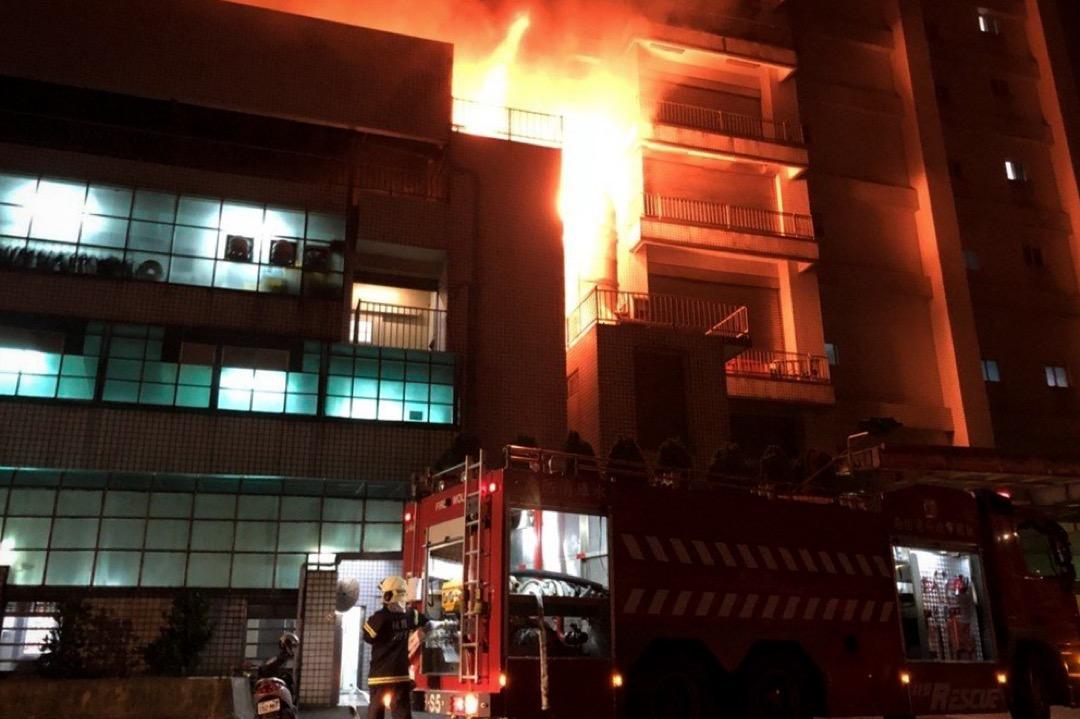 2018年4月28日深夜,台北桃園市平鎮區敬鵬工廠大廈發生大火。